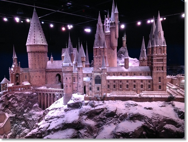 Hogwarts at Christmas: Hogwarts in the Snow