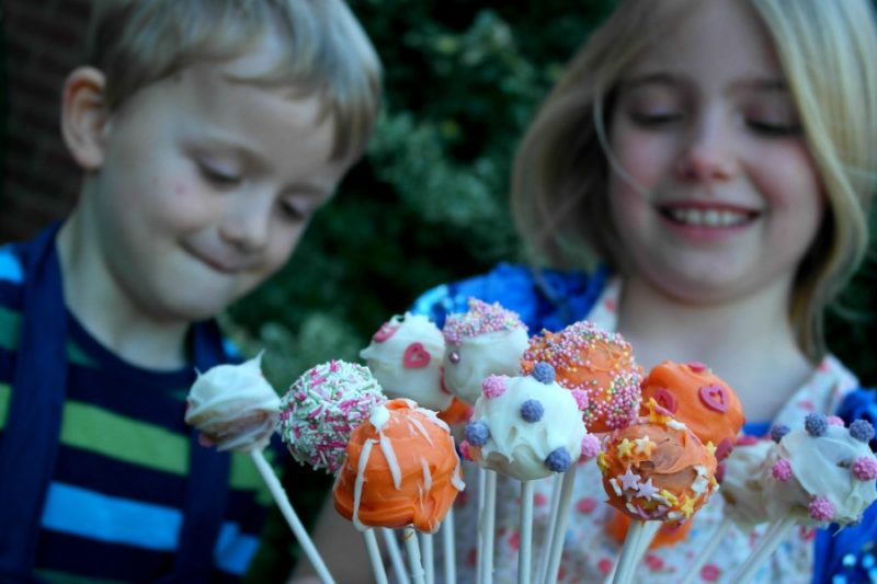 How to make cake pops with children