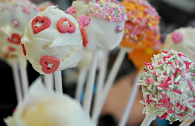 How to Make Cake Pops With Children – Easy Cake Pops Recipe