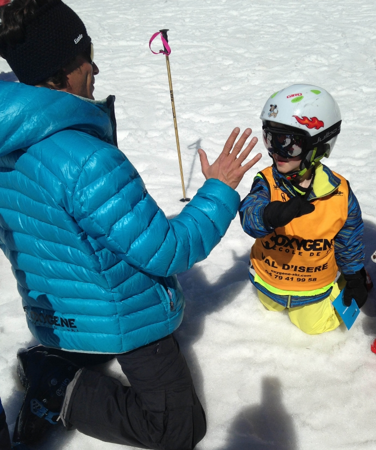 Tips for a successful family ski trip - ski school lessons with Oxygene