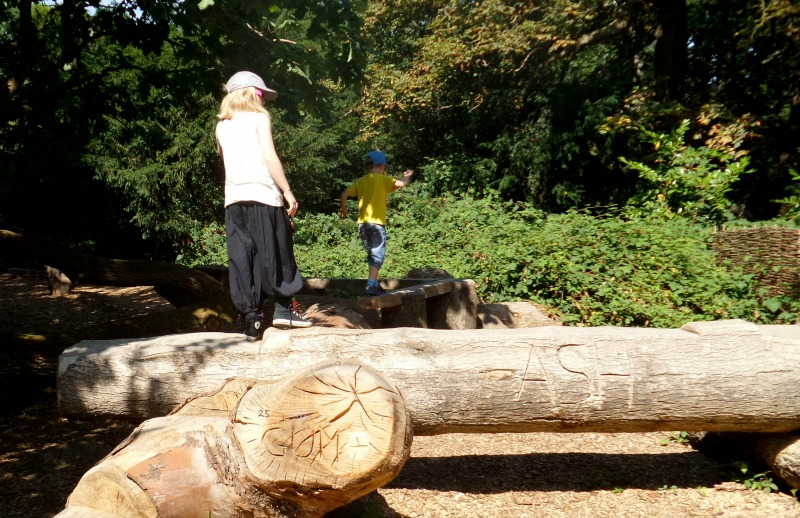 A family day out at Kew Gardens - log trail