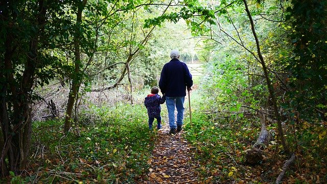 How to Help your Kids Feel Close to their Grandparents