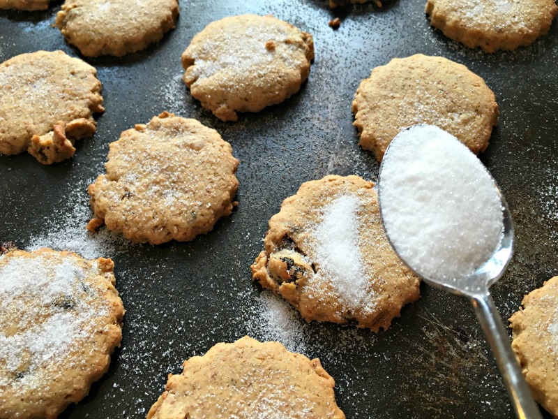 Easter Baking: Traditional Easter Biscuits (recipe)