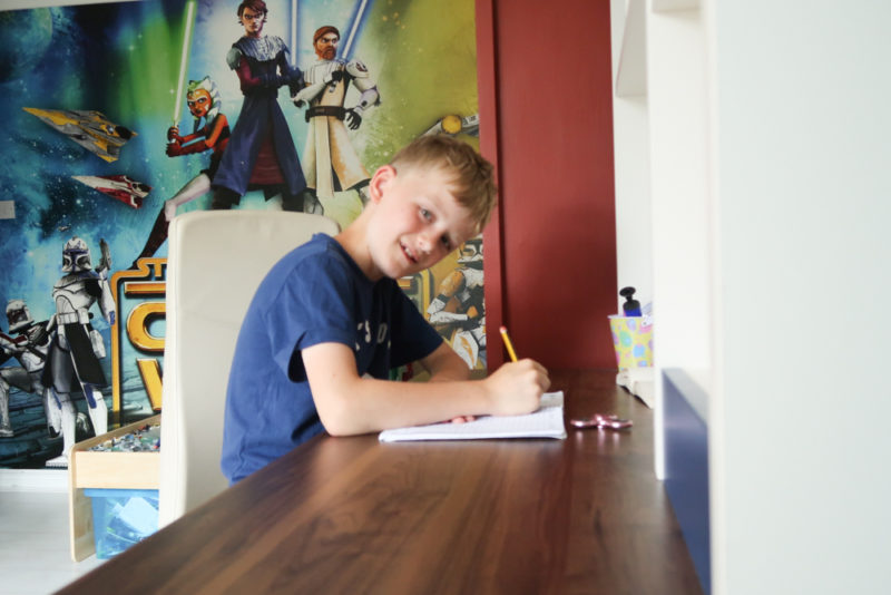 Getting our boy's room ready for secondary school (Babios desk review)